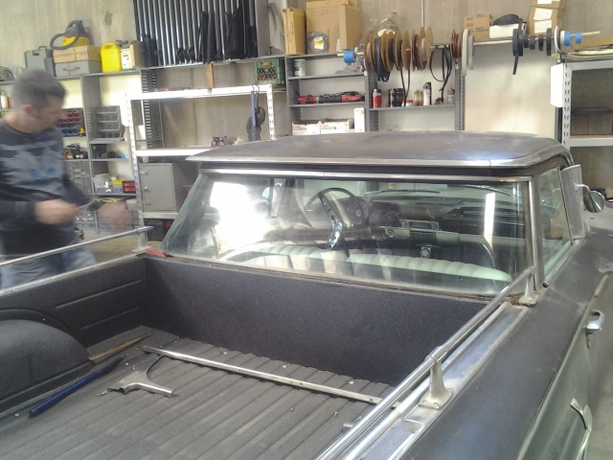Classic Car Custom Glass and Replacement (14)