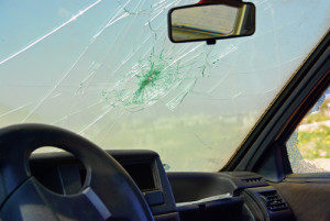 4-reasons-you-shouldnt-wait-to-fix-auto-glass-cracks